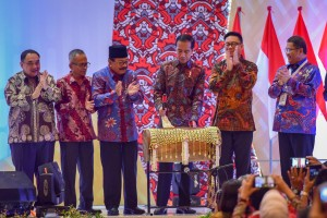President Jokowi attends the Peak Commemoration of the 2019 National Press Day, at Grand City, Surabaya, East Java, Saturday (9/2). (Photo by : Agung/ PR Division)