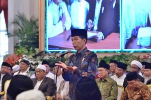 Presiden Jokowi saat bersilaturahmi dengan para Kiai/Habib se-Jadetabek, di Istana Negara, Jakarta, Kamis (7/2). (Foto: Humas/Fitri)