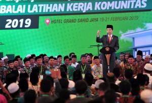 Presiden Jokowi menyampaikan sambutan pada penandatangan Perjanjian Kerja Sama Balai Latihan Kerja (BLK) Komunitas Tahap I Tahun 2019, di Hotel Grand Sahid Jaya, Jakarta, Rabu (20/2) siang. (Foto: JAY/Humas)