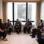 President Jokowi, accompanied by Ibu Iriana, engaged in a conversation with the 6th President of the Republic of Indonesia Susilo Bambang Yudhoyono (SBY) at National University Hospital, Singapore, Thursday (21/2). Photo by: Presidential Secretariat.