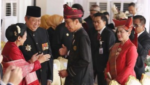 Presiden Jokowi didampingi Ibu Negara Iriana dalam suatu kesempatan bertemu SBY dan Ibu Ani Yudhoyono, beberapa waktu lalu. (Foto: IST)
