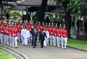 President Jokowi, Vice President Jusuf Kalla, and new Governors and Deputy Governor on Wednesday (13/2) march to the State Palace before the inauguration. Photo by: Jay/PR