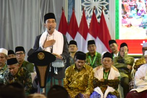 President Jokowi delivers his remarks during the Ulema National Conference (Konas) and the General Conference (Konbes) of Nahdlatul Ulama in Banjar, West Java, Wednesday (27/2). Photo by: Oji/PR.