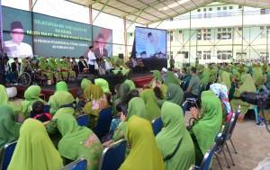 Presiden Jokowi menghadiri silaturahmi dengan Muslimat NU dan para ulama, di Pondok Pesantren Al-Ittihad, Cianjur, Jawa Barat, Jumat (8/2) siang. (Foto: Rahmat/Humas)