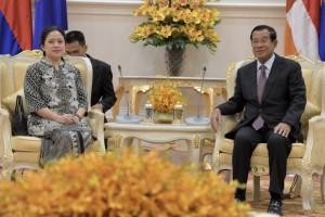 Menko PMK Puan Maharani bertemu dengan PM Kambojan Hun Sen, di Peace Palace, Phnom Penh, Kamboja, Kamis (14/2) pagi. (Foto: Humas Kemenko PMK)