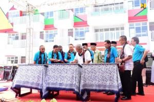 Menteri PUPR Basuki Hadimuljono meresmikan Rumah Susun (Rusun) Santri/Mahasiswa di Kota Pekalongan, Provinsi Jawa Tengah, Sabtu (23/2). (Foto: BKP Kementerian PUPR)