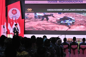 President Jokowi delivers his remarks at the opening of the 51st Tanwir Conference of Muhammadiyah in Bengkulu, Friday (15/2). Photo by: Jay/PR