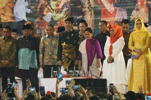 President Jokowi accompanied First Lady watches Cross Ethnic Cultural Performance, at Telada Stadium, Medan, North Sumatra, Saturday (16/3). (Photo by: Dinda M/PR)