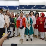 First Lady Ibu Iriana accompanied by and the Vice President's spouse, Ibu Mufidah Jusuf Kalla is about to experience MRT Jakarta trial run, Monday (18/3) . (Photo by: Ministry of Transportation PR)