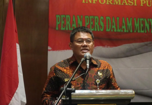 Deputy for Communication, Information and Apparatus of Coordinating of Ministry for Political, Legal and Security Affairs, Rus Nurhadi Sutedjo, reads remarks from the Coordinating Minister at Coordination and Consultation Forum, in Bandung, West Java, Wednesday (20/3). (Photo by: Heni/PR)