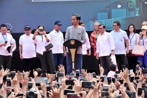 Presiden saat memberi sambutan dalam acara peresmian operasional MRT di Bundaran HI, Jakarta, Minggu (24/3). (Foto: Humas/Jay).