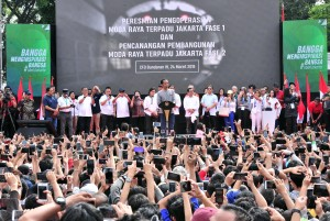 President Jokowi inaugurates the operation of MRT at the Hotel Indonesia traffic circle, Jakarta, Sunday (24/3). (Photo: Public Relations/Jay).