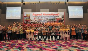 Participants of Coordination Meeting on Quality Improvement of the Implementation of Cabinet Meeting take a group photo, in Palembang, South Sumatra, Friday (8/3). (Photo by: Anggun/PR).