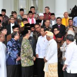 President Jokowi takes picture with leaders of the FKUB at Bogor Presidential Palace, West Java, Monday (18/3). Photo by: Jay/PR.
