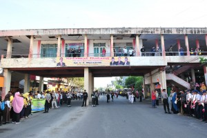 The atmosphere of Gorontalo Central Market prior the visit, Friday (1/3). (Photo by: Jay/PR).
