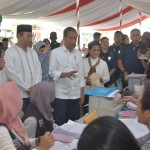 President Jokowi inspects the Disbursement of House Stimulant Funds in West Lombok, West Nusa Tenggara (NTB), Friday (22/3). Photo by: Deni/PR
