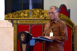 Ketua KPK Agoes Rahardjo menyampaikan laporan pada acara Penyerahan Dokumen Aksi Pencegahan Korupsi Tahun 2019-2020 dan Laporan Pelaksanaan Strategi Nasional Pencegahan Korupsi Tahun 2019, Istana Negara, Jakarta, Rabu (13/3) sore. (Foto: OJI/Humas)
