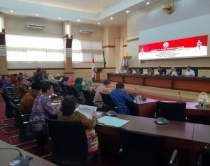 Suasana pertemuan antara Komisi II DPR dengan Pemprov Sulsel, di Kantor Gubernur Sulawesi Selatan, Jumat (29/3). (Foto: Anggun/Humas)