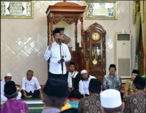 President Jokowi delivers his remarks during distribution of waqf land certificates at Istiqlal Mosque, Central Lampung, Friday (8/3). Photo by: Deny S/PR.
