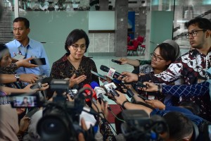 Finance Minister Sri Mulyani Indrawati answers reporters' questions after attending a Plenary Cabinet Meeting, at the President's Office, Jakarta, Wednesday (6/3). (Photo by: Agung/PR)