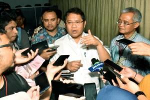 Menkominfo Rudiantara menjawab wartawan soal perkembangan pembangunan Palapa Ring, di Gedung Kominfo, Jakarta, Rabu (20/3). (Foto: Humas Kominfo)