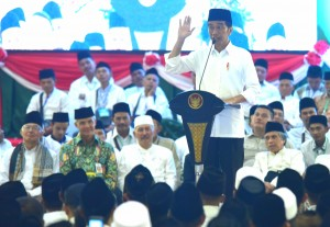 President Jokowi attends cordial meeting with Islamic clerics in Magelang, Central Java, Saturday (23/3). (Photo: Rahmat/PR)