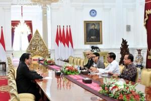 Presiden Jokowi didampingi Menlu dan Mensesneg menerima Menlu Thailand Don Pramudwinai, di Istana Merdeka, Jakarta, Rabu (13/3) siang. (Foto: JAY/Humas)