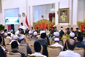 Presiden Jokowi menerima tokoh-tokoh ulama Aceh, di Istana Merdeka, Jakarta, Selasa (5/3) siang. (Foto: OJI/Humas)