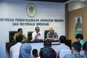 Minister of State Apparatus Empowerment and Bureaucratic Reform Syafruddin speaks at a press conference, at the Ministry's office, Jakarta (18/4). (Photo by: Ministry of State Apparatus Empowerment and Bureaucratic Reforms' PR Division)