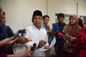 Mensesneg memberikan keterangan pers di Ruang Wartawan Istana, Jakarta, Jumat (5/4). (Foto: Humas/Oji)