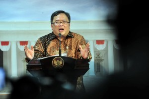 Minister of National Development Planning (PPN)/Head of the National Development Planning Agency (Bappenas) Bambang Brodjonegoro delivers his press statement after attending a Limited Cabinet Meeting at the Presidential Office, Jakarta, Monday (29/4). (Photo by: PR/JAY)