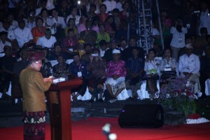 Vice President Jusuf Kalla delivers speech at National Dharma Santi Nyepi celebration, at the Art Center, Denpasar, Bali, Saturday (6/4). (Photo By: Ministry of Religious Affairs)