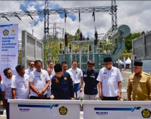 Menteri ESDM resmikan listrik Aceh dan Sumut, Selasa (9/4). (Foto: Kementerian ESDM)