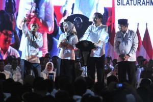 Presiden saat berdialog dengan Kepala Desa dalam acara yang digelar di Gelora Bung Karno, Jakarta, Rabu (10/4). (Foto: Humas/Jay).