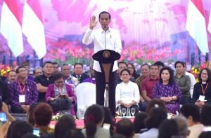 Presiden Jokowi memberikan sambutan pada silaturahmi KGM X dan PGI, di Hotel Sultan Raja, Manado, Sulut, Minggu (31/3) malam. (Foto: Rahmat/Humas)