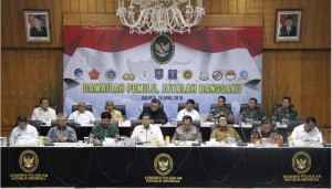 Coordinating Minister for Political, Legal, and Security Affairs Wiranto leads a video conference of Final Preparedness Coordination Meeting of the 2019 General Elections Security at Ministry for Political, Legal, and Security Affairs, Jakarta, Monday (15/4). (Photo by: Ministry for Political, Legal, and Security Affairs' PR)
