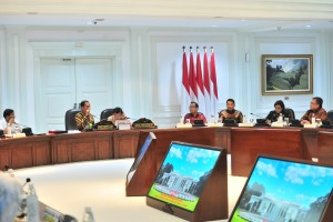 President Jokowi led the Limited Cabinet Meeting on the Follow-Up Plan for the Transfer of Capital City, at the Presidential Office, Jakarta, Monday (29/4). (Photo by: Jay/PR)