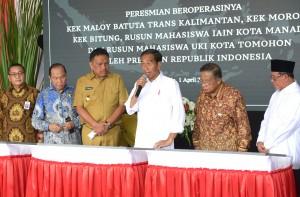 Presiden Jokowi meresmikan 3 KEK dan 2 rumah susun mahasiswa, di Bandar Udara Sam Ratulangi, Kota Manado, Sulawesi Utara (Sulut), Senin (1/4) pagi. (Foto: Rahmat/Humas)
