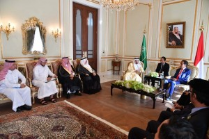 Presiden bertemu dengan Menteri ESDM Arab Saudi di Royal Guest House, Riyadh, Minggu (14/4). (Foto: BPMI)