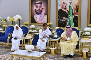 Presiden dan Ibu Negara saat akan menunaikan umroh di Bandar Udara Internasional King Abdulaziz, Jeddah, Senin (15/4), pukul 01.57 waktu setempat (WS). (Foto: BPMI)