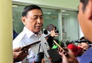 Coordinating Minister for Political, Legal, and Security Affairs Wiranto answers questions from the journalists after attending the Limited Cabinet Meeting at the Presidential Office, Jakarta, Monday (22/4). Photo by: Jay/PR