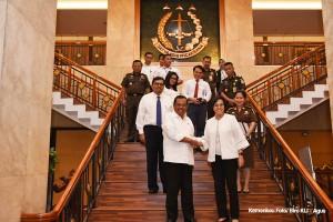 Menkeu Sri Mulyani Indrawati dan Jaksa Agung Prasetyo SH usai memberikan keterangan pers, di kantor Kejaksaan Agung, Jakarta, Senin (1/4), (Foto: Humas Kemenkeu)