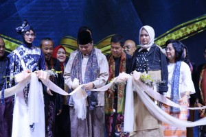 Minister of Industry Airlangga Hartarto opens the 2019 Muslim Fashion Festival (Muffest) in Jakarta, Wednesday (1/5). (Photo by: Ministry of Industry PR)