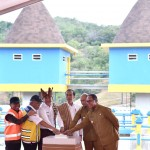 President Jokowi inaugurates Rotiklot Dam located in Fatuketi Village, Kakuluk Mesak District, Belu Regency, East Nusa Tenggara Province, Monday (20/5) (Photo by: BPMI)
