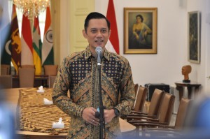 Commander of the Democratic Party Joint Task Force (Kogasma Partai Demokrat) Agus Harimurti Yudhoyono delivers a press statement after meeting President Jokowi, at the Bogor Presidential Palace, West Java, Wednesday (5/22). (Photo by: Oji/PR)