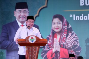 Minister of Village, Development of Disadvantaged Regions and Transmigration Eko Putro Sandjojo delivers introductory remarks during iftar dinner, at the Ministry's Office, Jakarta, Tuesday (21/5). (Photo by: Ministry of Village, Development of Disadvantaged Regions and Transmigration PR)