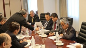 : Minister of Energy and Mineral Resources Ignasius Jonan leads the Indonesian delegates at a meeting with the CEO of Inpex Corporation, in Tokyo, Japan, Monday (27/5). (Photo by: Ministry of Energy and Mineral Resources PR)