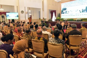 President Jokowi delivers his remarks during a Submission of the 2018 Examination Results of the Central Government Financial Report (LKPP), and the 2018 Overview of Semester II Examination Results (IHP), at the State Palace, Jakarta, Wednesday (29/5). (Photo by: Rahmat/PR)