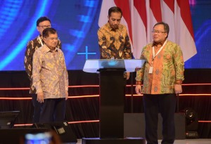President Jokowi, accompanied by Vice President Jusuf Kalla, National Development Planning Minister, and Minister Home Affairs, opens 2019 National Development Planning Conference, at Shangri-La Hotel, Jakarta, Thursday (9/5). (Photo: Rahmat/PR)