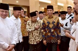Presiden Jokowi dan Wakil Presiden Jusuf Kalla menghadiri buka puasa bersama Partai Golkar, di Hotel Sultan, Jakarta, Minggu (19/5) malam. (Foto: Setpres)